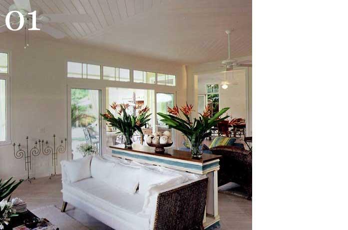 clarisse reade design de interiores living tons claros aparador usado por detrás do sofá branco braços de junco