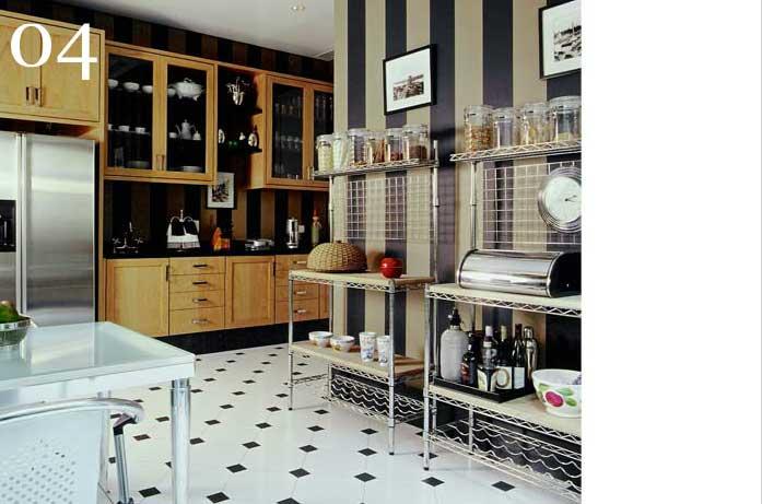 clarisse reade cozinha contemporânea piso claro com escuro quadriculado prateleira de ferro louça aparente