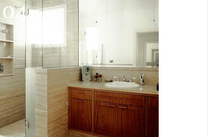 clarisse reade sala de banho tons claros banheira madeira louça branca